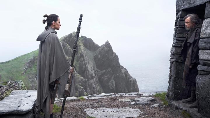 rey-and-luke-skywalker-star-wars-the-last-jedi-1419